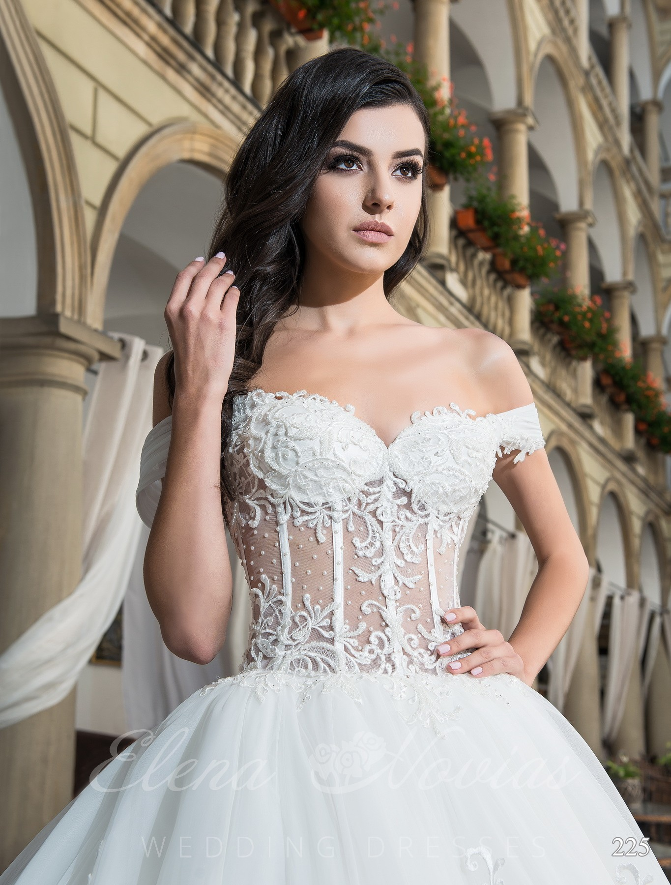 White wedding dress model 225