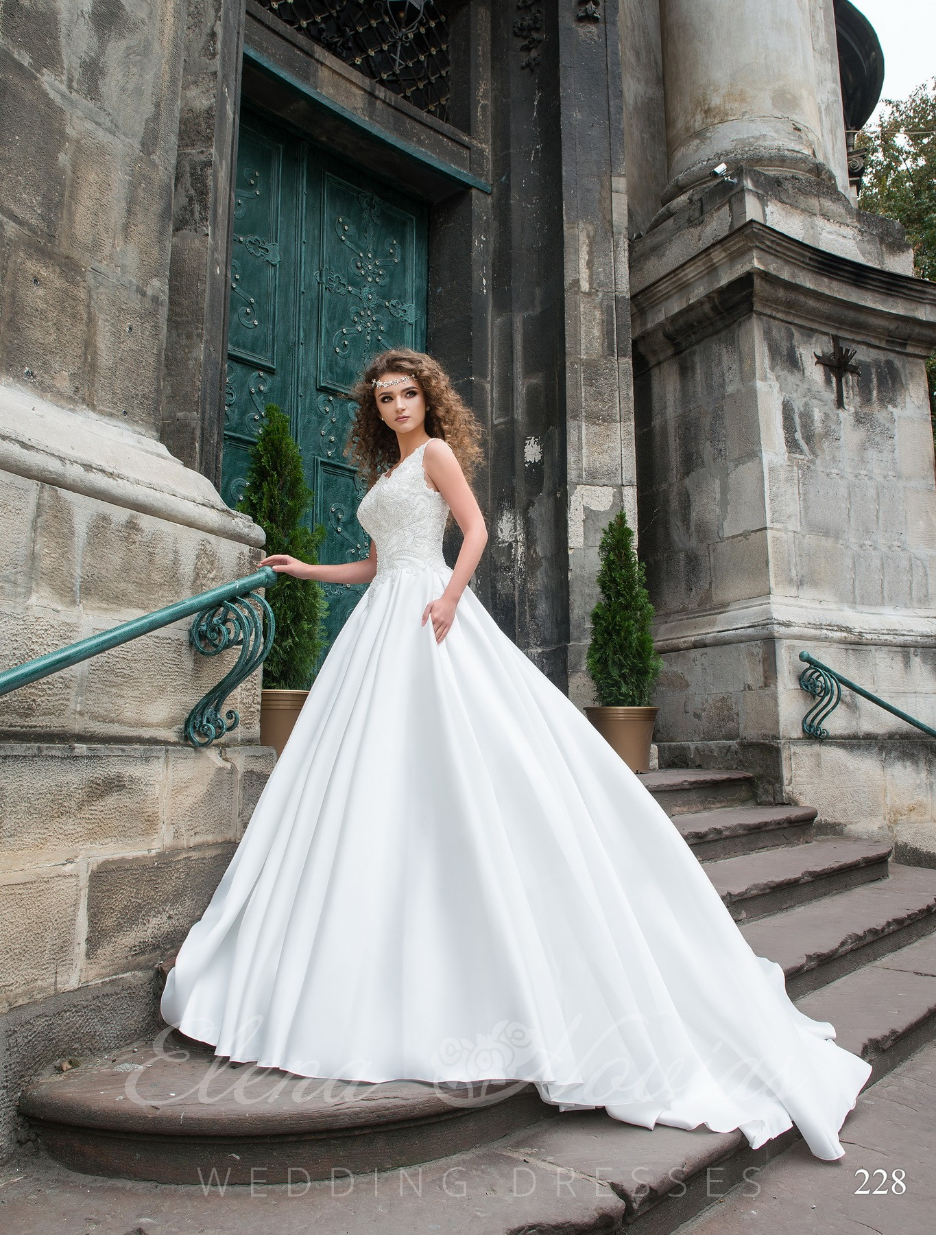 Stylish wedding dress model 228