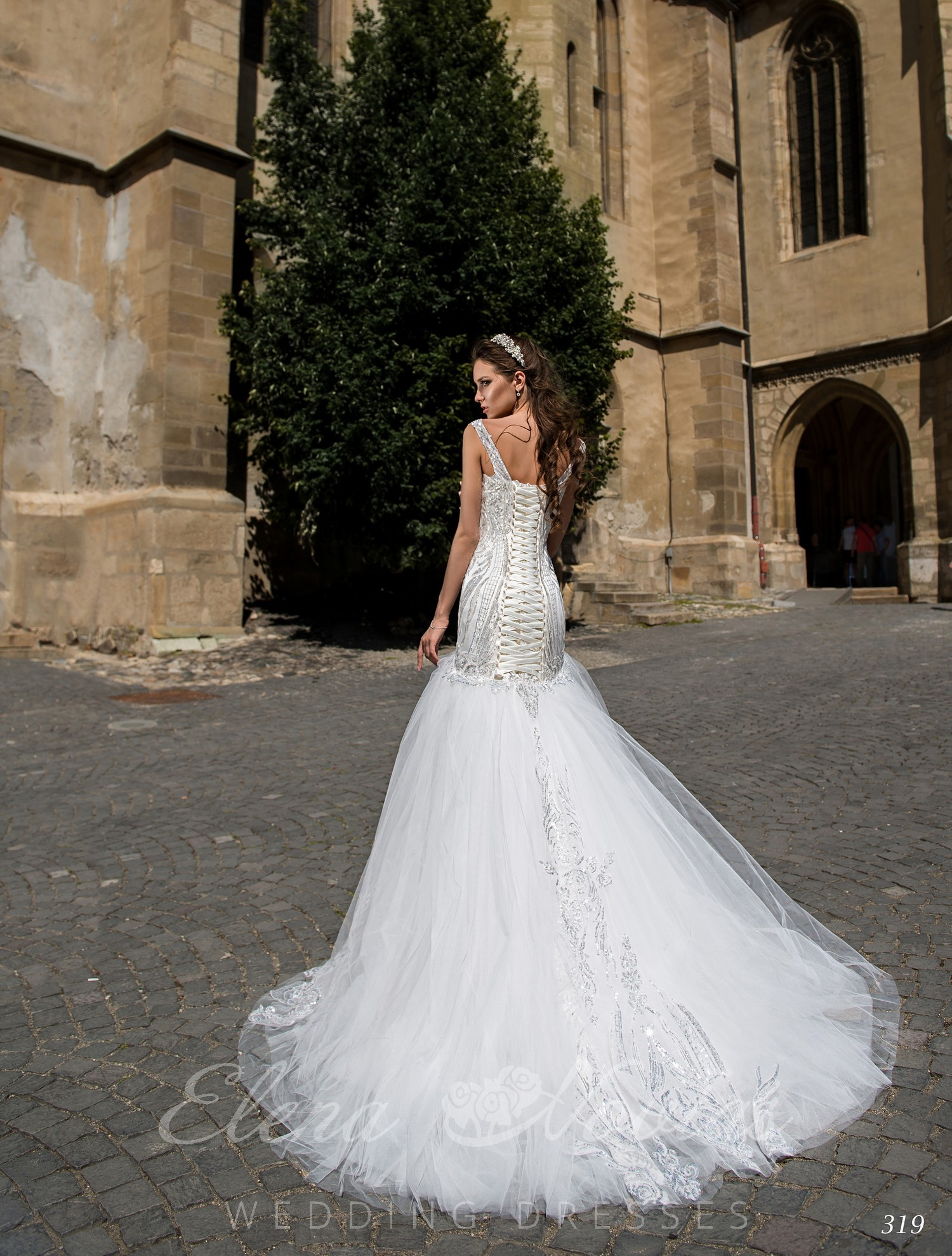 "Wedding dress silhouette ""fish"" from Elena Novias wholesale"