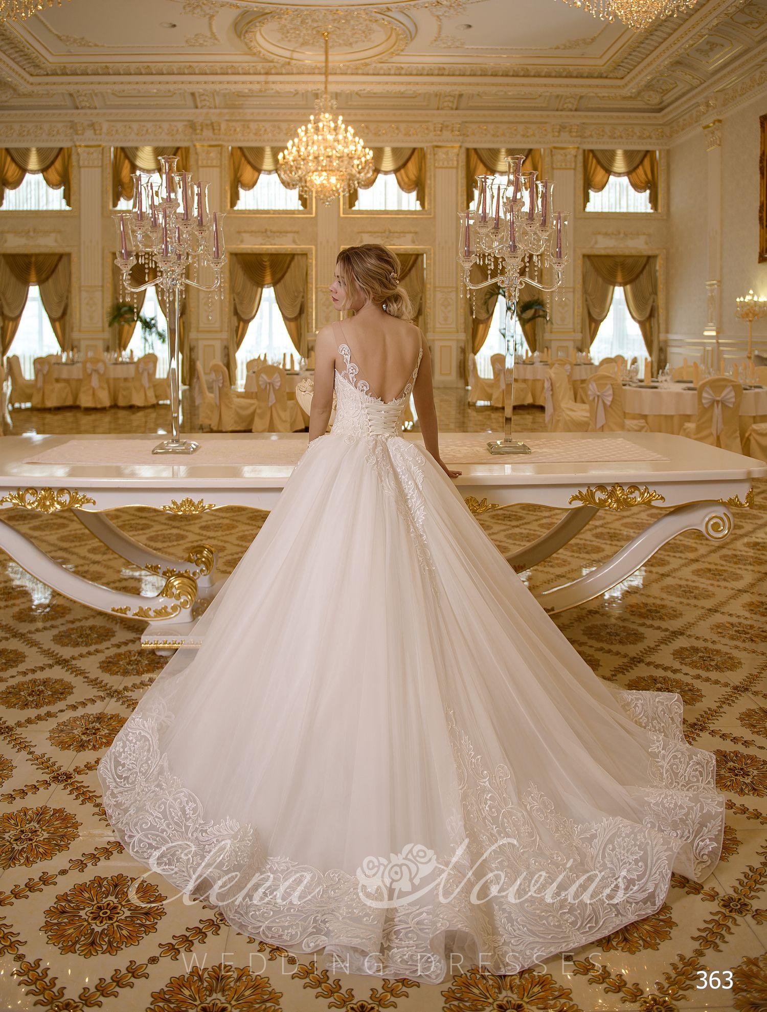 697126f73ce Белое пышное свадебное платье с расшытым корсетом