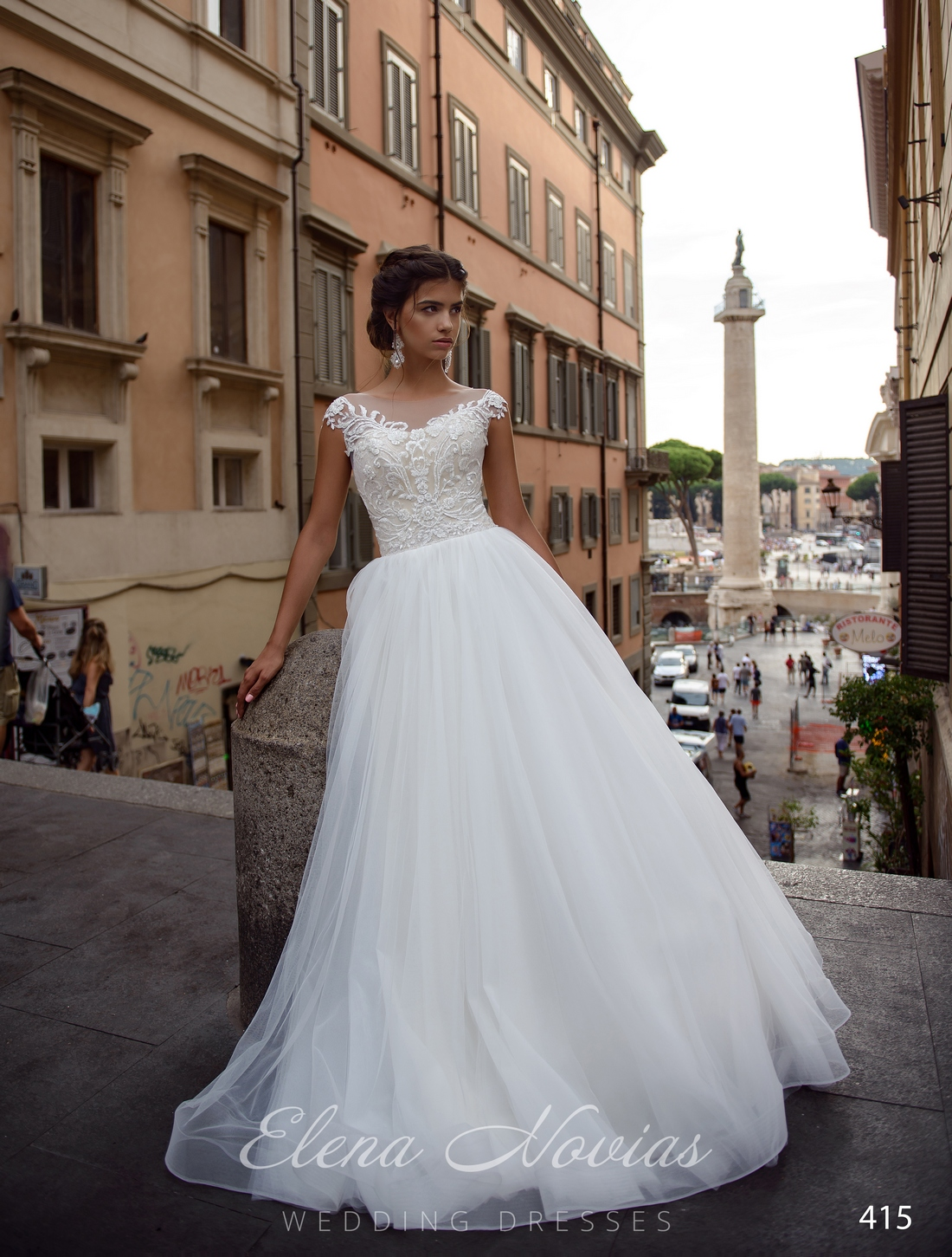 Свадебное платье а-силуэта с расшитым корсетом