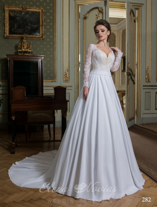 Luxurious wedding dress with a long train 282