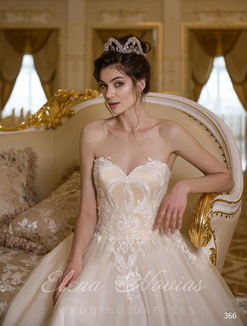 "Beige wedding dress with corset ""heart"" of the ElenaNovias 366"