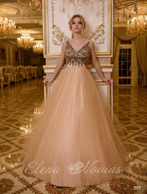 Свадебное платье с расшитым темным бисером корсетом